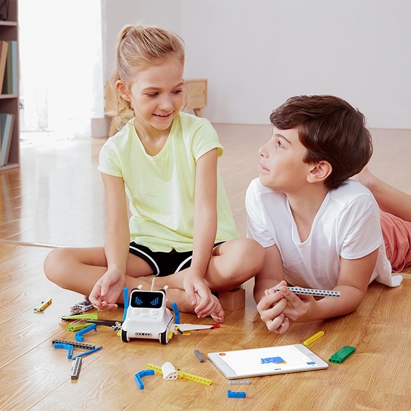 Students building with Codey-Rocky Coding Robot