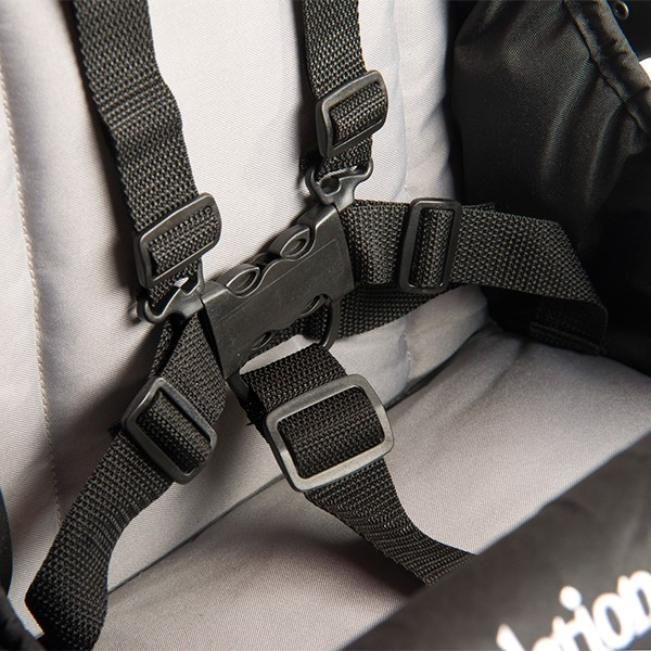 Quad Sport Stroller - Red - Five-point harness detail
